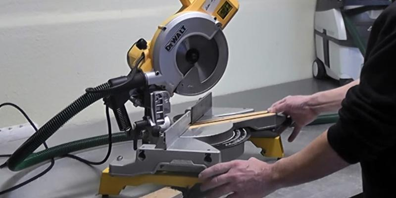Review of DEWALT 250mm 240V Compact Slide Mitre Saw