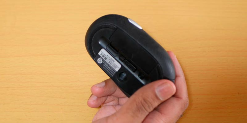 Microsoft 4000 Wireless Mobile Mouse in the use