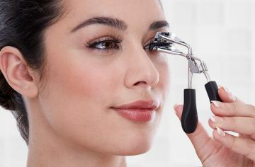 Best Eyelash Curlers for Charming Look