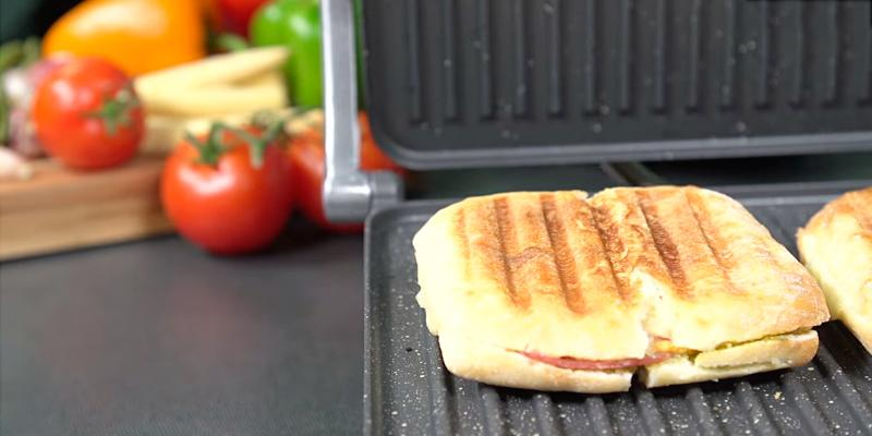 Tower RK-T27007 Panini Grill in the use