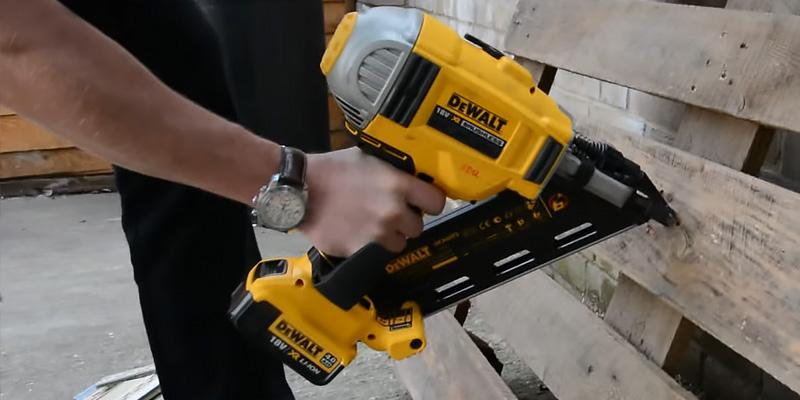 Detailed review of DEWALT DEW-DCN692N Cordless Brushless Framing Nailer