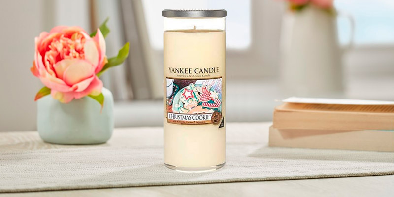 Review of Yankee Candle 1253125E Christmas Cookie Pillar Candle