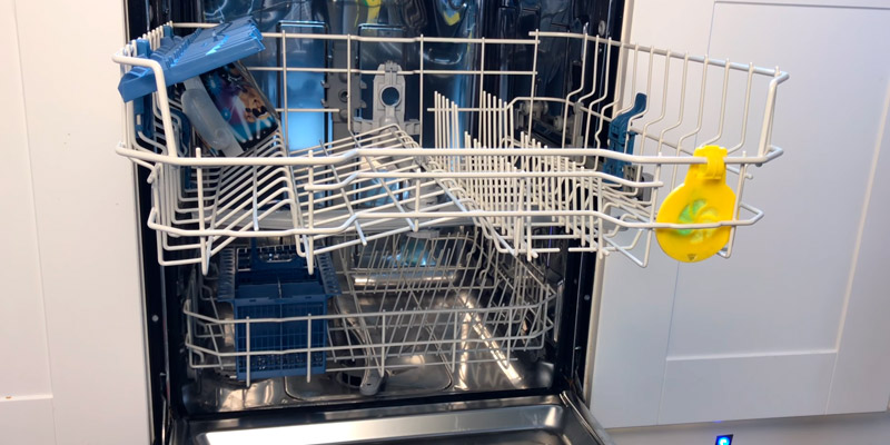 Indesit DFG15B1S Slimline Dishwasher in the use