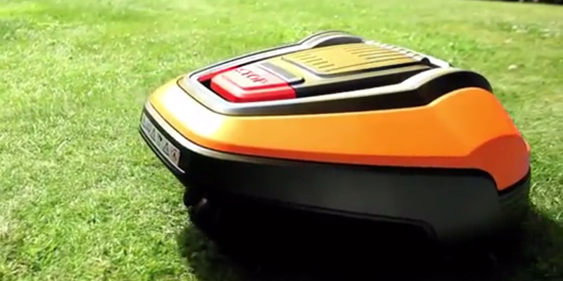Flymo 9676450-03 Robotic Lawnmower in the use