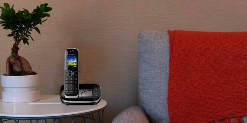 Review of Panasonic KX-TGJ324EB Quad Handset Cordless Home Phone