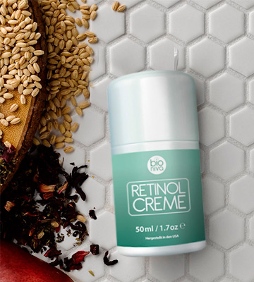 Review of bioniva Retinol Cream Award Winning Bioniva Retinol Moisturizer Cream - 2.5% Retinol Liposome Delivery System with Vitamin C, Aloe, & Vegan Hyaluronic Acid