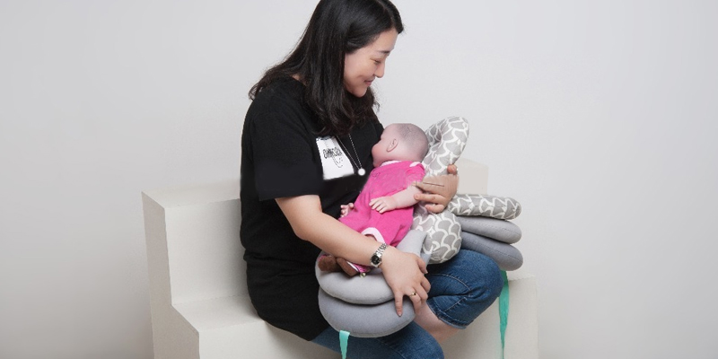 Warmword Maternity Nursing Pillows in the use