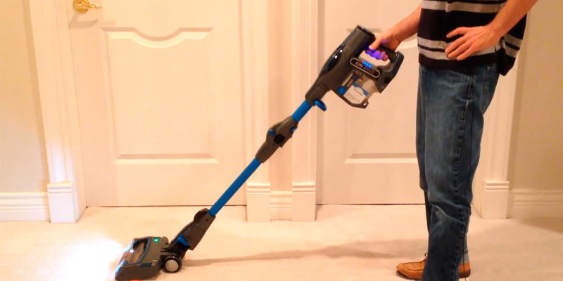 Shark IF200UK DuoClean Cordless Vacuum Cleaner with Flexology in the use
