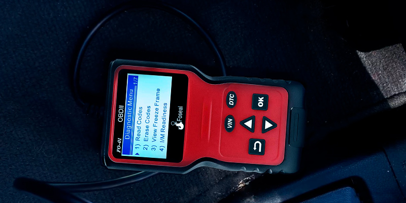 Foseal (FO-01) OBD2 Scanner Plug and Play Code Reader in the use