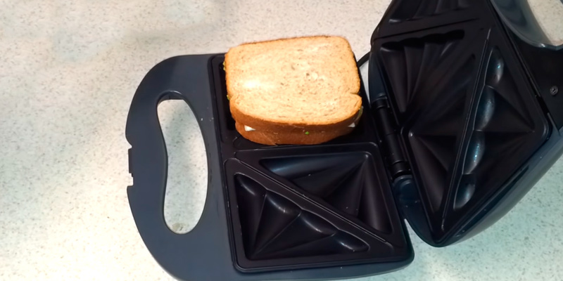Global Gourmet 900W Sandwich Toaster/Toastie Maker in the use