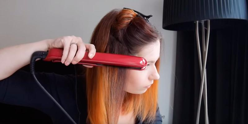 Remington S9600 Silk Straightener in the use