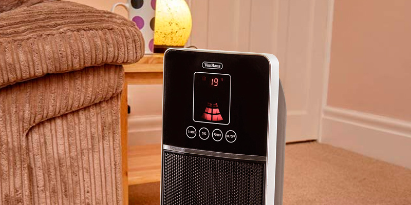 VonHaus 14/041 Oscillating Tower Fan Heater in the use