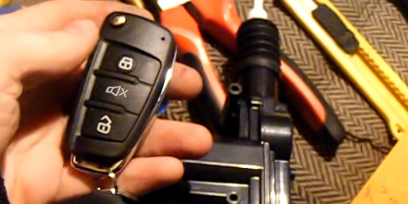 Akhan-tuning AT100A68 Car Alarm Car Remote Control System in the use
