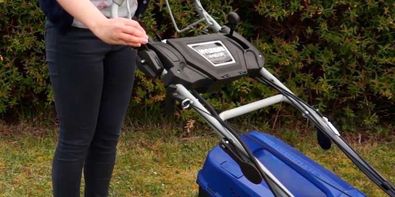 Review of Hyundai HYM46SPE Self-Propelled Electric Start Petrol Lawn Mower