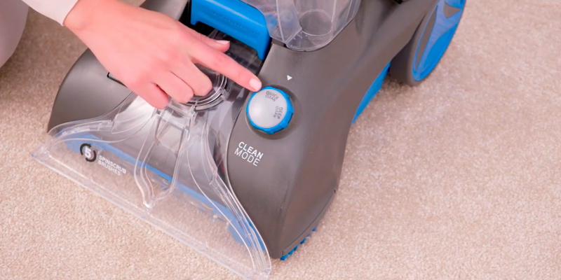 Vax CWGRV021 Carpet Washer in the use