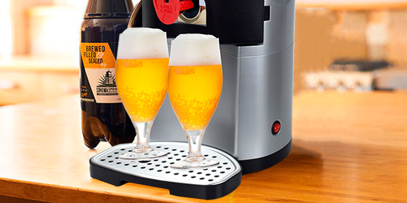 Syntrox Germany BC-01 Bier Chef Beer cooler with thermoelectric cooling for 5 litre kegs in the use