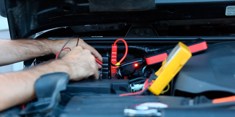 Suaoki P6 Car Jump Starter (800 Amp, 15000 mAh) in the use