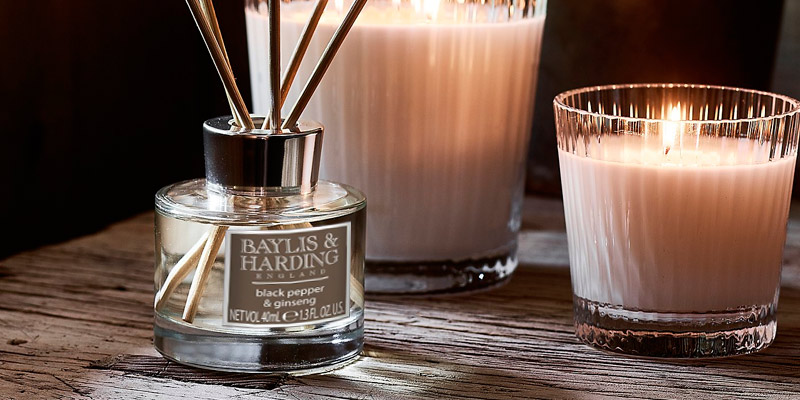 Baylis & Harding Black Pepper & Ginseng Reed Diffuser Duo in the use
