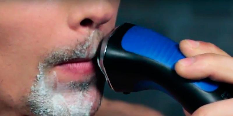 Remington AQ7 Wet Tech Wet and Dry Rotary Shaver in the use
