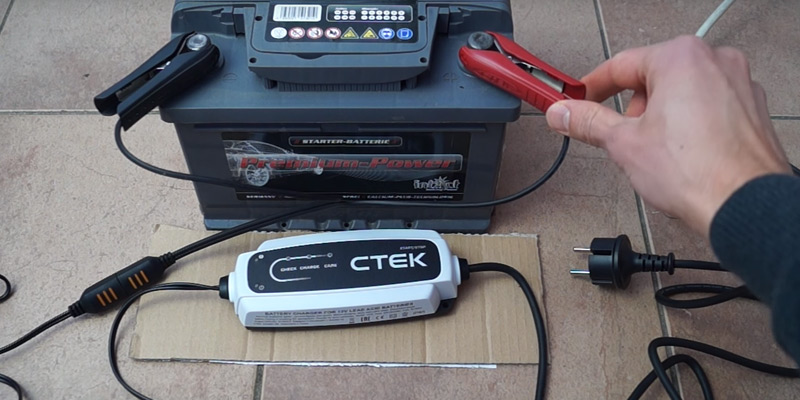 CTEK 40-106 CT5 Start/Stop Smart Battery Charger in the use