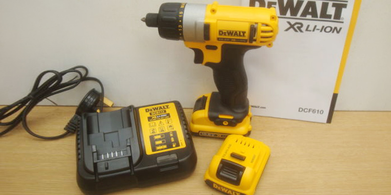 DEWALT DCF610D2 Compact Screwdriver application