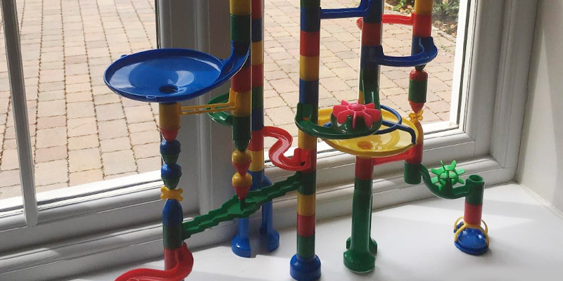 Toto 270 Marbulous Marble Run 200 Piece + 20 Marbles in the use