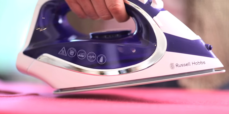 Russell Hobbs 23300 Cordless Steam Iron in the use