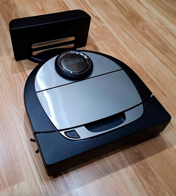 Review of Neato Robotics D701 robot vacuum cleaner with charging station