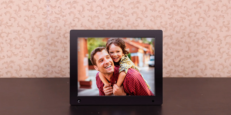 NIX Advance Digital Photo & HD Video Frame in the use