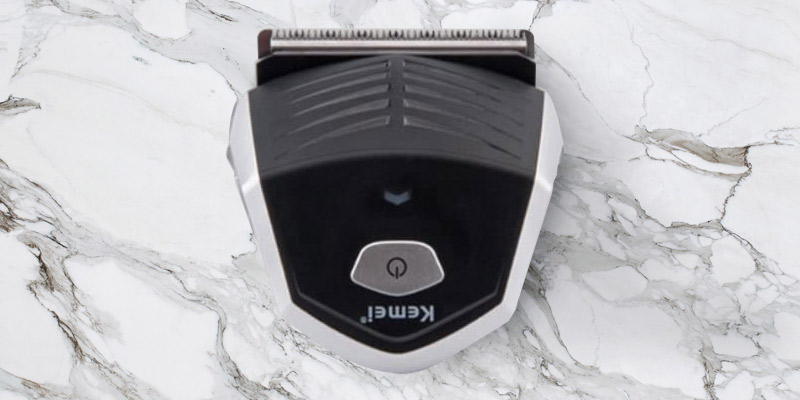 iXpro Cordless Professional Hair Clipper for Men in the use
