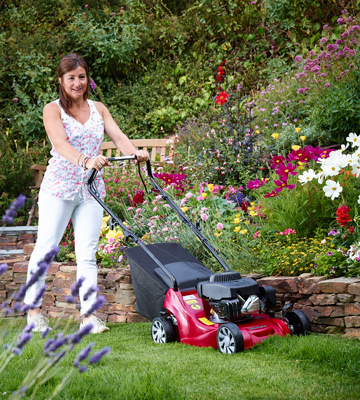 Review of Mountfield SP414 Petrol 4-Wheel Self-Propelled Rotary Lawnmower