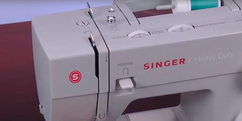 SINGER 4423 Heavy Duty Extra-High Sewing Speed in the use