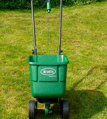Review of EverGreen Scotts Rotary spreader Variable settings to apply lawn food or grass seed