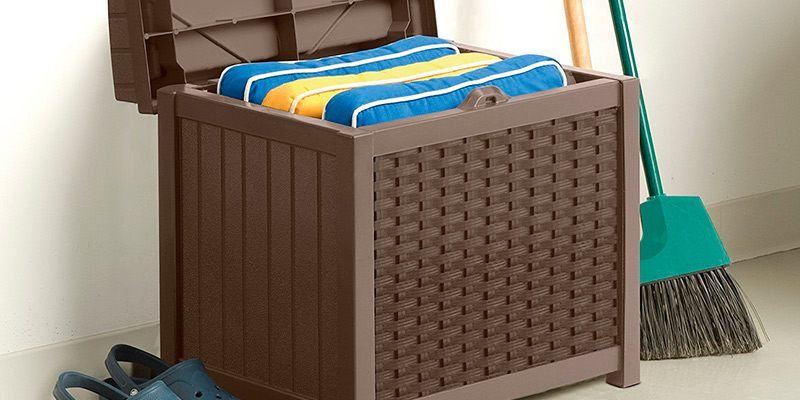 Review of Suncast SSW1200 Storage Seat Box