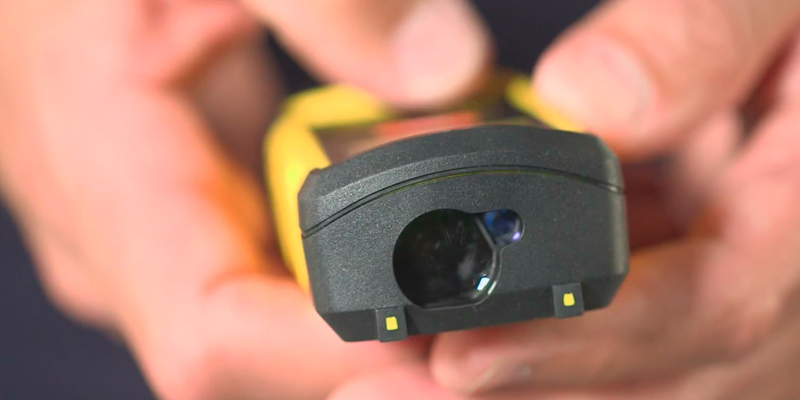 DEWALT DW03050-XJ Laser Distance Measurer in the use