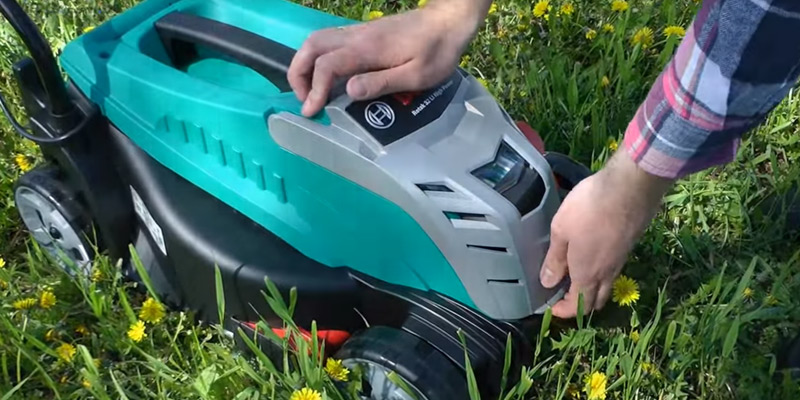 Bosch Rotak 32 LI Cordless Lawn Mower with 36 V 2.6 Ah Lithium-Ion Battery in the use