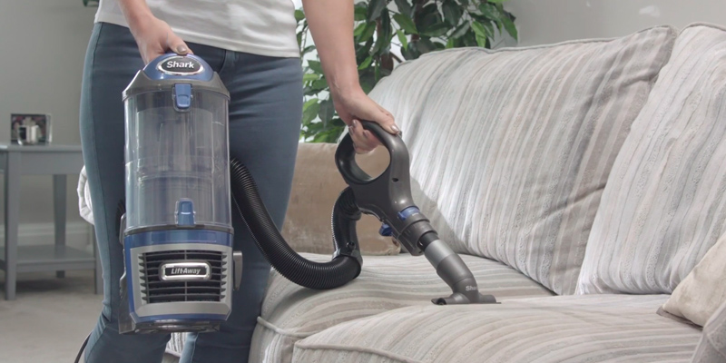 Shark NV601UK Upright Vacuum Lift-Away in the use