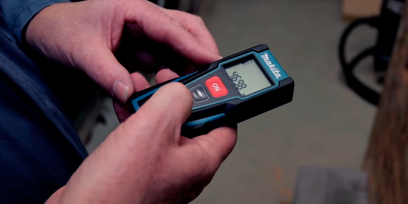 Makita LD030P Laser Distance Measure in the use
