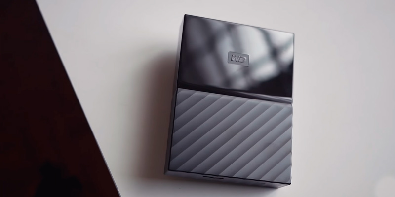 Western Digital Elements Portable External Hard Drive in the use