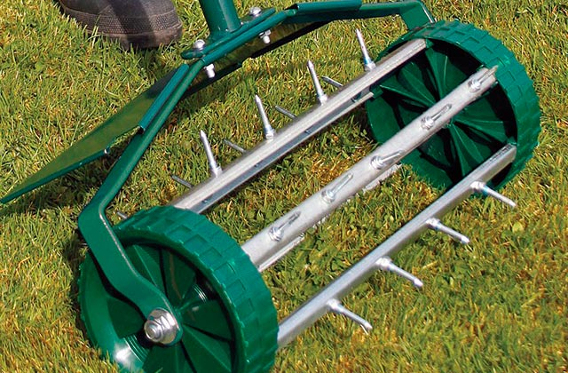 Best Lawn Aerators: Manual Models and Powered Machines