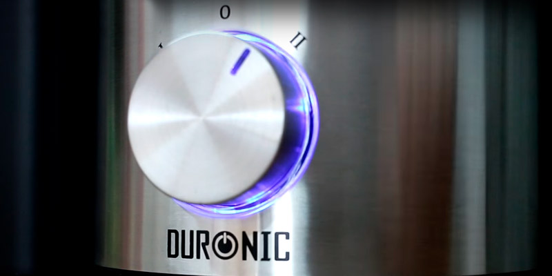 Duronic JE10 Centrifugal Juicer Machine in the use