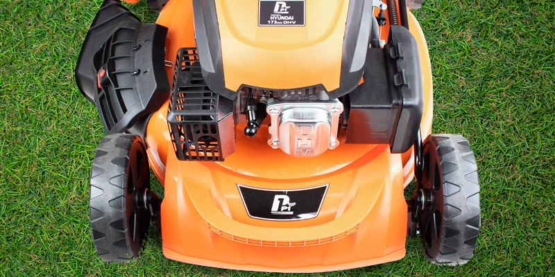 Hyundai P5100SPE Petrol Lawn Mower in the use
