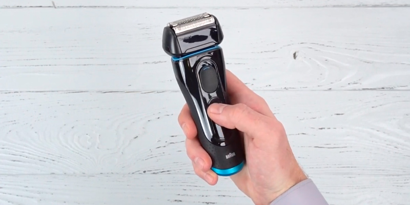 Braun 5140s Series 5 Wet and Dry Electric Foil Shaver in the use