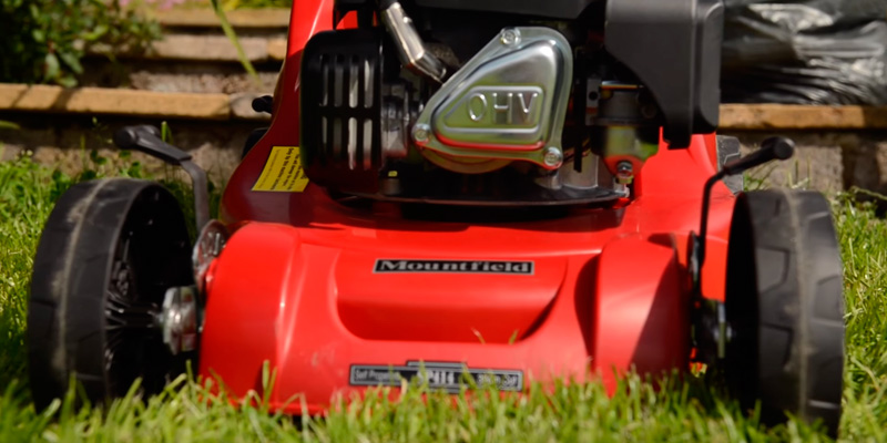 Mountfield SP414 Petrol 4-Wheel Self-Propelled Rotary Lawnmower in the use