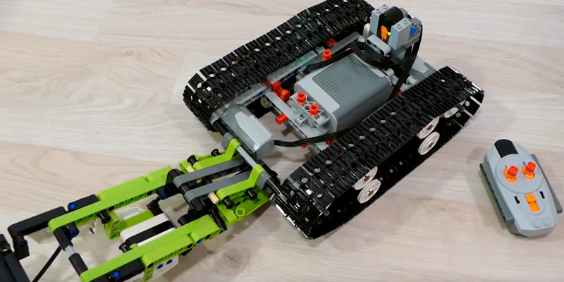 Review of LEGO 42065 RC Tracked Racer Technic