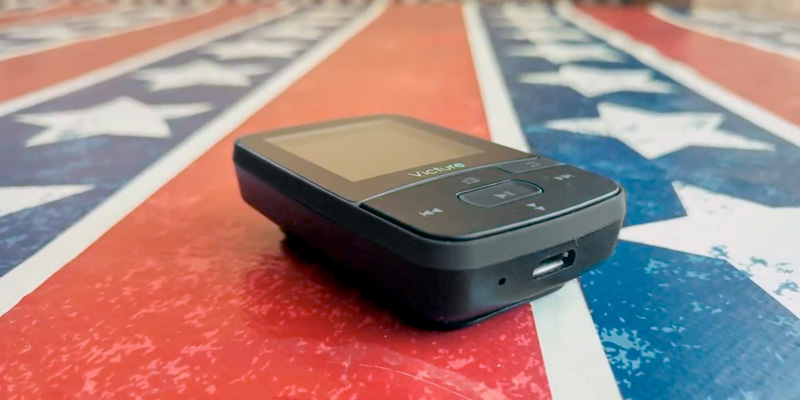 Victure M3 MP3 Player in the use