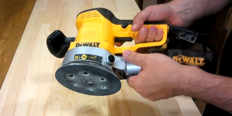 DEWALT D26410 Random Orbital Sander in the use