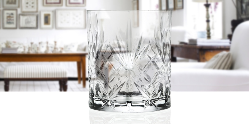 RCR 25935020006_Trasparente Whisky Tumblers Glasses in the use