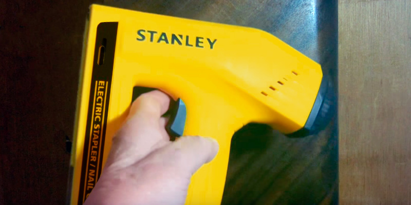 Detailed review of Stanley TRE550Z Electric Staple/Brad Nail Gun