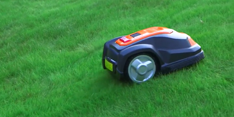 Yard Force SA500ECO Robotic Mower in the use